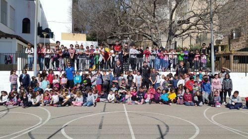 El programa «Jugam» ofrece actividades para educar en valores a los pequeños a través del deporte. En la imagen, una visita a escolares del Palma Air Europa.