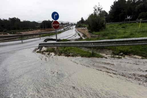 En la imagen, fuertes lluvias en Ibiza.