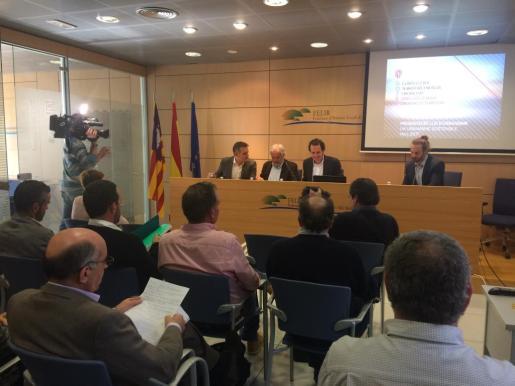 En la imagen, el conseller Marc Pons en la Felib, explicando el anteproyecto de la Ley de urbanismo.