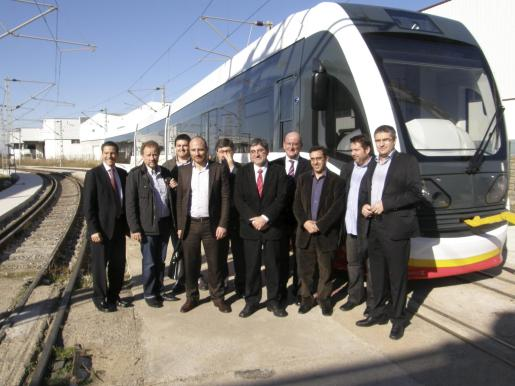 El conseller de Mobilitat, Gabriel Vicens, ha visitado hoy Valencia donde se están fabricando las primeras unidades de tram-tren.