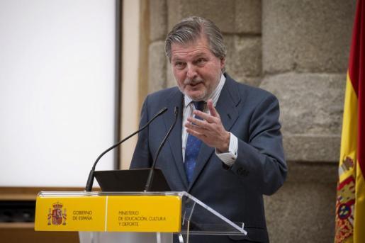 El portavoz del Gobierno y ministro de Educación, Cultura y Deporte, Íñigo Méndez de Vigo, durante la toma de posesión de Miguel Falomir como nuevo director del museo del Prado.