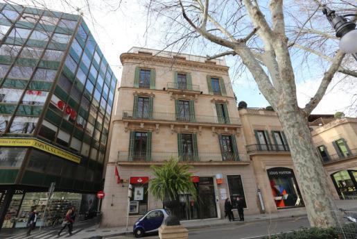 Los dos pisos que acaba de vender el Govern están en el edificio del Banco de Santander.