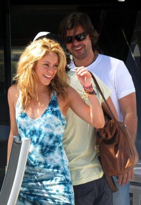 La cantante colombiana Shakira y su entonces novio, el argentino Antonio de la Rúa, este verano en Eivissa.