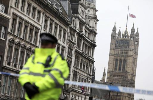 El jefe de la unidad antiterrorista de la Policía de Londres, Mark Rowley, señaló también que hasta la fecha no se han detectado evidencias que apunten a «nuevas amenazas» terroristas.