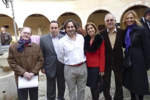 Pedro Coll -de Cruz Roja-, Felip Amengual, Carlos Simonet, Teresa Martorell -presidenta de AECC en Baleares-, Jaume Aguiló y Victoria Maldi.