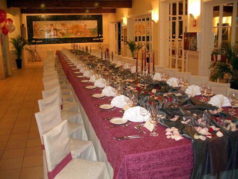 Imagen de uno de los amplios salones del restaurante.