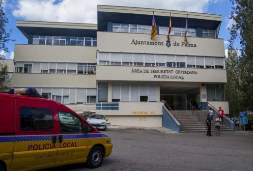La persona había sido detenida en el paseo Marítimo por un incidente violento en la puerta de una discoteca y trasladad al cuartel de San Fernando a las 6.00 horas.