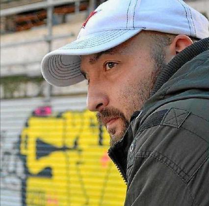 El poeta Máximo Fernández, autor y editor del sello.
