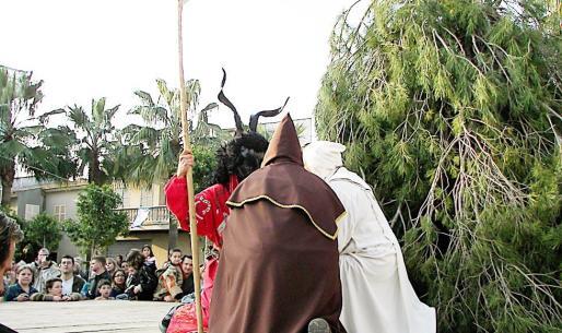Uno de los actos tradicionales en Son Servera es el encuentro entre Sant Pau y Sant Antoni.