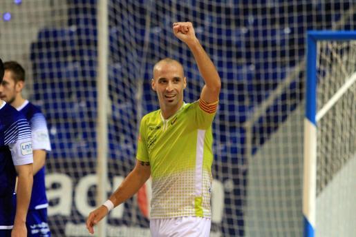 Antonio Vadillo celebra una victoria del Palma Futsal durante esta temporada. El capitán es un referente dentro de la Primera División.