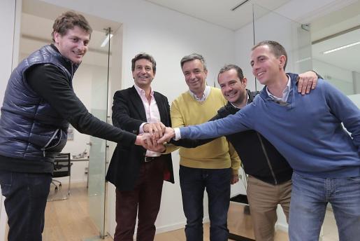 Company, en la sede como presidente del PP, con Sagreras, Miquel Vidal, Antoni Fuster y Llorenç Galmés.