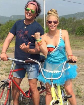 Un juzgado de Madrid ha admitido una querella contra Carlos Vives y Shakira por presunto plagio en su tema 'La bicicleta'.