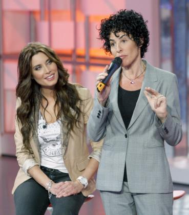 """La presentadora Pilar Rubio (i), junto a la directora de la academia de """"Operación Triunfo"""", Nina (d), durante la presentación de la nueva edición de OT que arrancará el próximo domingo en Telecinco."""