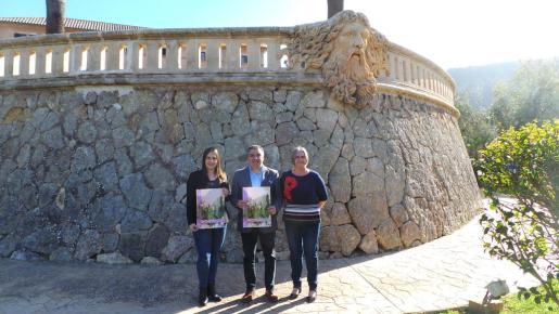 Xisca Castell, Jaume Porsell y Katia Rouarch durante la presentación de la feria de Andratx.
