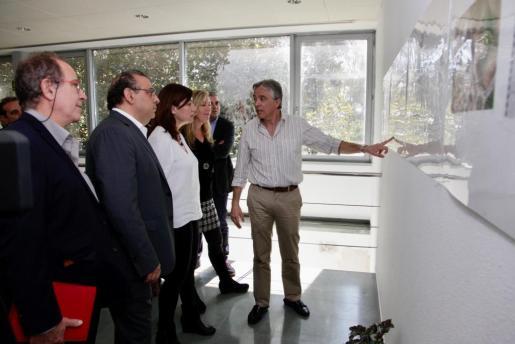 Francina Armengol visitando el centro de salud y punto de atención continuada (PAC) de Santa Ponça (Calvià).