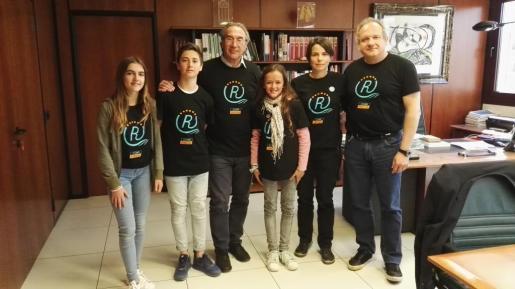 Foto conjunta de los representantes del IES Binissalem y Martí March.