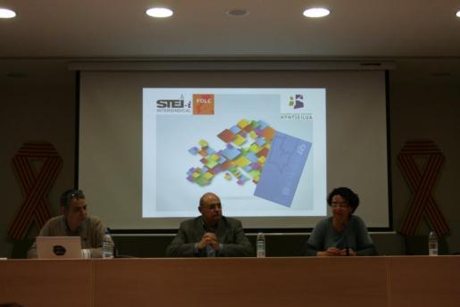Presentando el Protocolo de Derechos Lingüísticos con el soporte de la sociedad civil y los representantes institucionales.