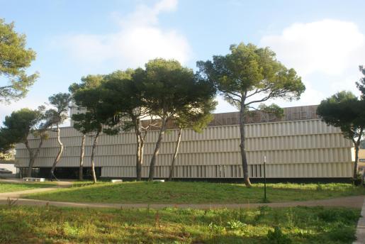 El Auditorium Cap Vermell está situado en el núcleo costero de Cala Rajada.