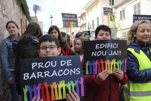 Manifestación por la construcción de un nuevo instituto en Santa Maria.