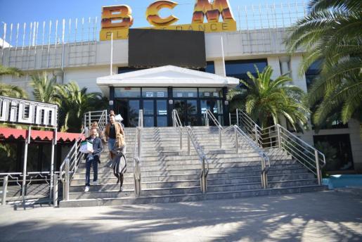 La policía irrumpe en la discoteca BCM en relación con la investicagación a Bartomeu Cursach.