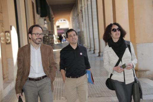 Martí, en el centro de la imagen, remarca que la crisis no la han provocado los menorquinistas.