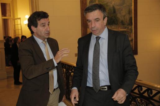 Biel Barceló y Miquel Vidal en el Parlament.