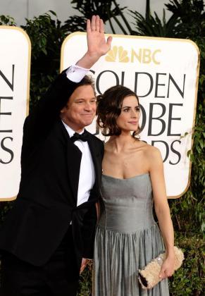 El actor Colin Firth (i) y su esposa Livia (d) posan, a su llegada a la 68 entrega de los Globos de Oro en el hotel Beverly Hilton de Los Àngeles, California (EEUU).