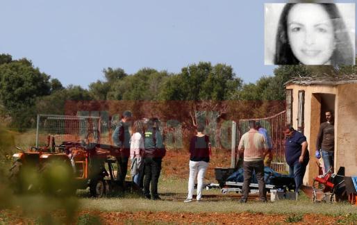 El marido de la presunta autora del crimen estaba desolado y la policía lo encontró corriendo con el cuerpo de su hija en brazos y pidiendo ayuda.