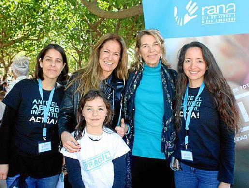 Maite Martínez, Patricia Moliné, Adriana Virgili, Elizabeth Homberg y Gabriela Lucero.