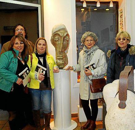 María de los Ángeles Coll, Miquel Carrió, Maria Antònia Bosch, Mayra Carrá y Tata Cabot.