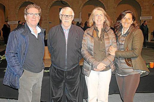 Manuel Vives, Fernando Pons, Maria Antònia y Macarena Mirabó.