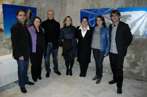 En la imagen Mateu Adrover, Antonia Mascaró, Antoni Pastor, alcalde de Manacor; María Mascaró, Magadalena Gelabert, Catalina Julve y el fotógrafo Mateu Bennàssar.