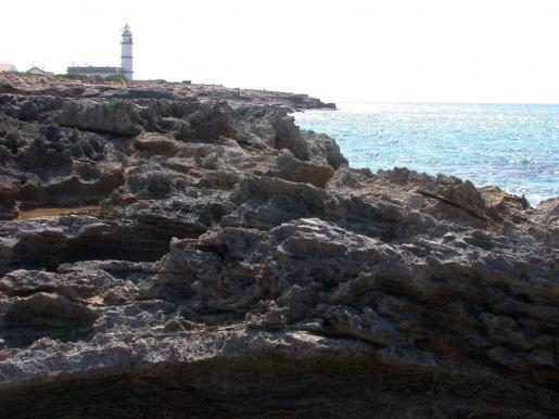 La patera ha sido localizada en la zona del cap de Ses Salines.