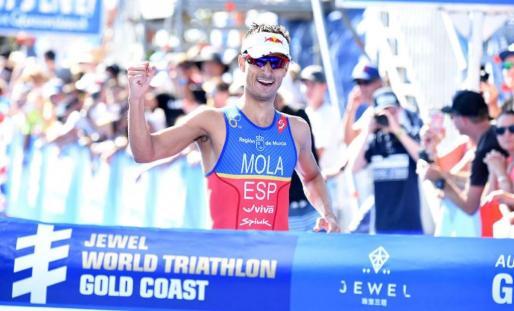 Con un crono de 52:34, el triatleta palmesano, de 27 años, repitió victoria en Gold Coast, donde el pasado curso dejó constancia de su deseo de conquistar el título mundial, como acabó ocurriendo.