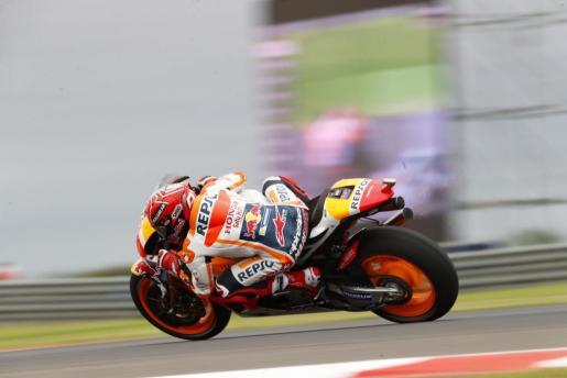 El piloto español Marc Marquez de Honda, durante la segunda jornada de entrenamientos libres del Gran Premio de Argentina de MotoGP.