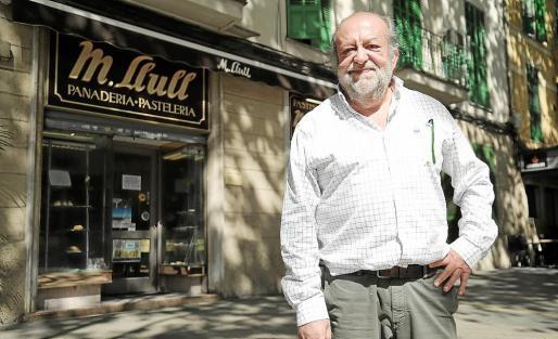 Jaume Llull se jubila y no ha encontrado a nadie que se haga cargo de la pastelería.
