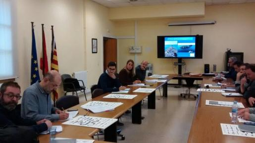Imagen de los asistentes de la Comisión de seguimiento de las Reservas Marinas de Malgrats y El Toro.
