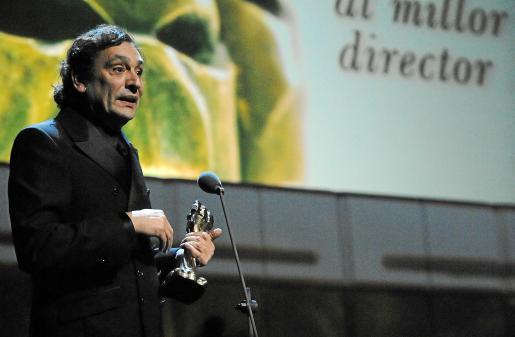 Agustí Villaronga agradece la concesión del Premi Gaudí al mejor director por 'Pa negre'.