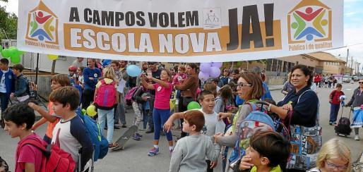 Imagen de uno de los actos reivindicativos llevados a cabo por la comunidad educativa del colegio Joan Veny i Clar de Campos.