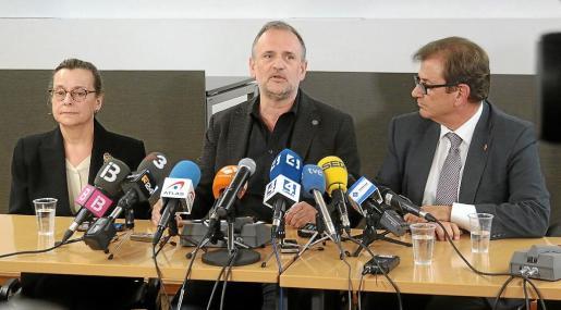 Francesca Mas, Jaume Carot y Llorenç Huguet, durante su comparecencia.