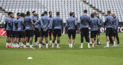 Los jugadores del Real Madrid durante el entrenamiento del equipo en Múnich.