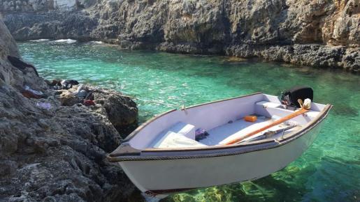 Imagen de archivo de una patera interceptada en aguas de Mallorca.