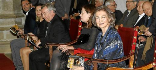 La reina Sofía, junto a Francina Armengol, el obispo Taltavull, Maria Salom y José Hila.