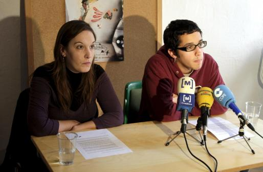 Dos representantes de Esquerra Independentista de Mallorca han ofrecido esta mañana una rueda de prensa sobre los incidentes del pasado diciembre.
