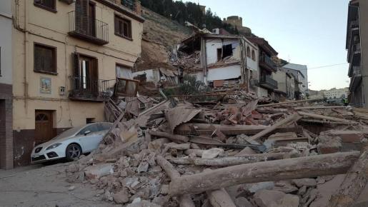 Un corrimiento de tierras se ha llevado por delante cinco casas la madrugada de este martes en Alcañiz.