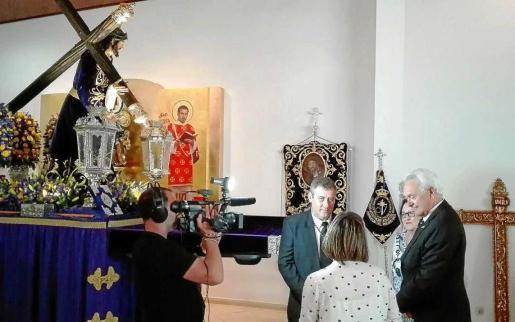 Un momento del rodaje del programa de 'Andaluces por España' con la cofradía.