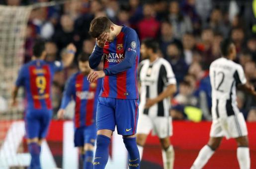 El defensa del FC Barcelona Gerard Piqué se lamenta durante el partido.