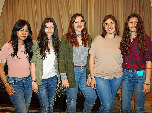 Shaday Moscoso, Camila Tabeira, Esther González, Rosario Fiol y Candela Coarasasi.