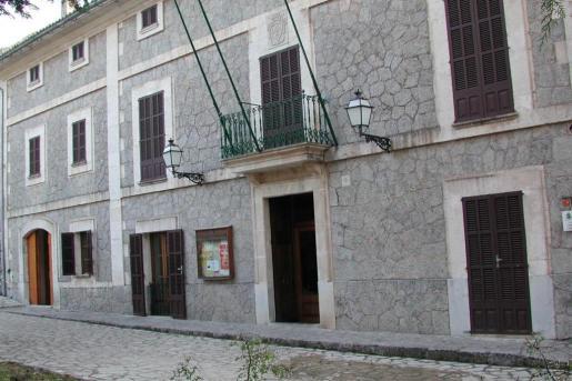 Fachada del Ajuntament de Escorca.