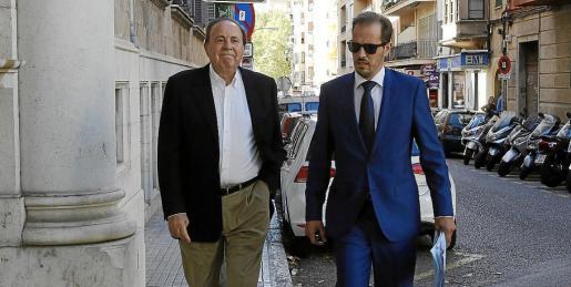 José María Rodríguez, en los juzgados, junto a su abogado, José Manuel Madroñero.